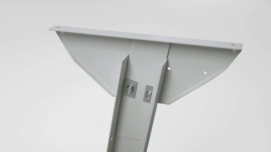 Sitzarbeitsplatz KSV – Tischplattenauflage mit Führungsblech